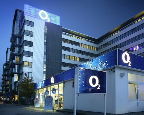 O2 Zentrale bei nacht