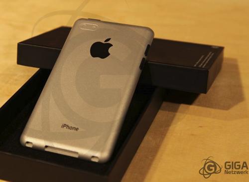 iPhone 5 Rückseinansicht Giga